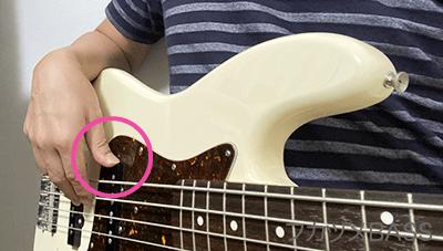ベースの親指の置き場
